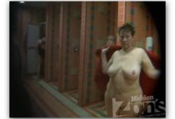 голые девушки в сауне моются фото