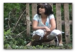 писающие телки в парке