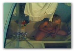 Женская мастурбация на скрытую камеру