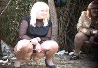 Уличный женский писсинг скрытая камера фото 587-780