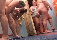 Камера в общественном душе запечатлела голых женщин