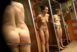 Девушки в общественном душе видео фото 341-930
