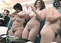 Подглядывание в женской раздевалке бани